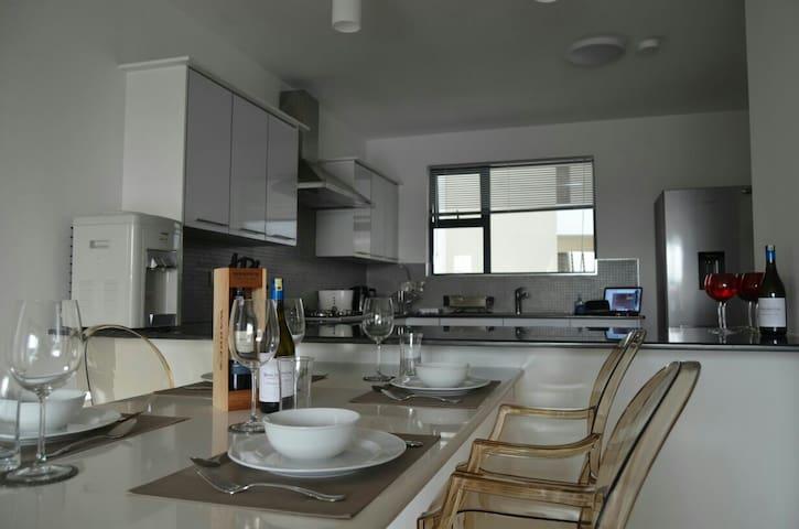 Exclusive , modern apartment tastefully furnished - Nairobi - Byt