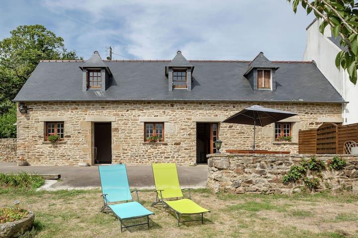 Grande maison de vacances avec jardin clôturé à Pont-Croix