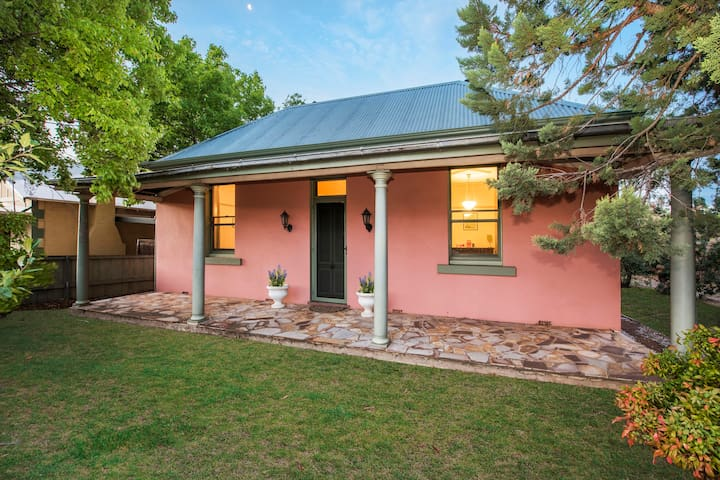Charming Mudgee accommodation - central location.