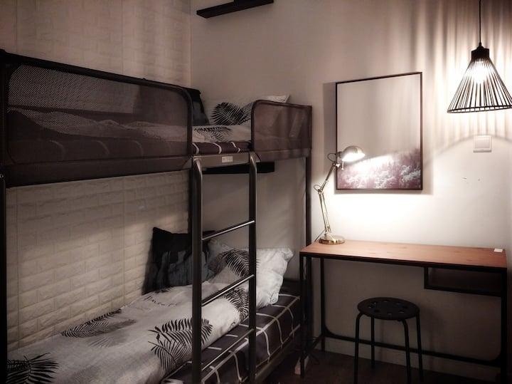 【遇见】meeting别墅双人青旅房间一个铺位--我听见风来自地铁和人海,我遇见谁会有怎样的对白