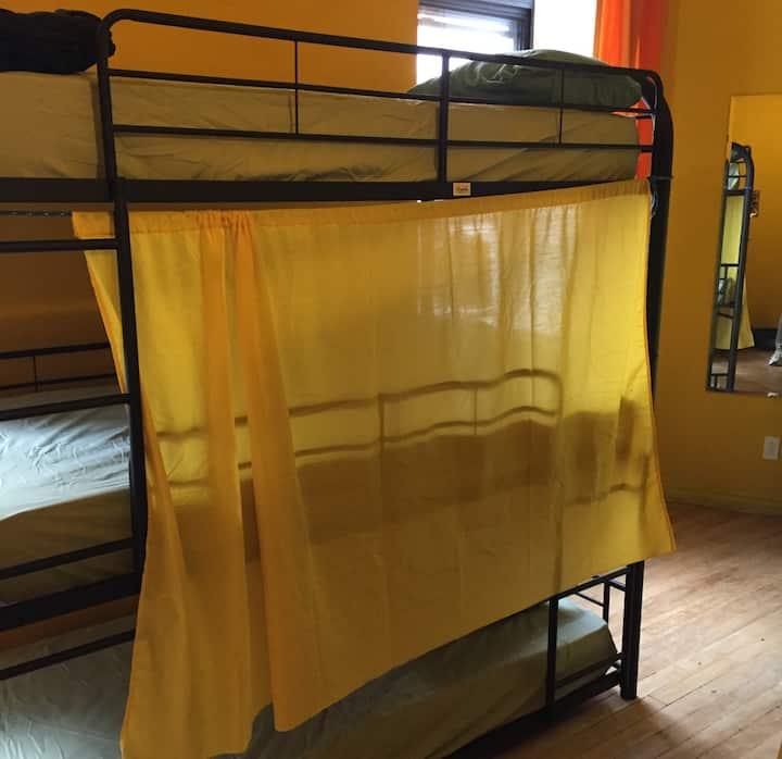 Auberge alternative du Vieux-Montréal (Hostel)