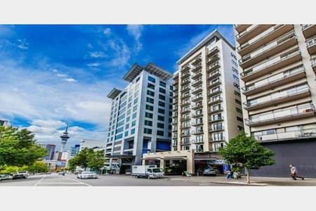 CBD Suite: Bedroom & Livingroom + All amenities - Wohnung