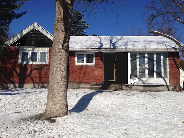 Fully renovated Pointe Claire home. - Pointe-Claire - House