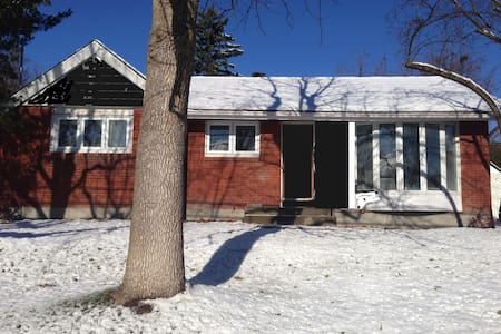 Fully renovated Pointe Claire home. - Pointe-Claire - 独立屋