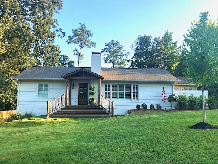 Amenity Filled Home - Prime Location - No Pet Fee!