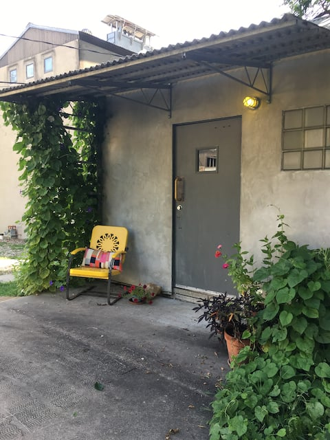 Adorable little house, close to KU and downtown!