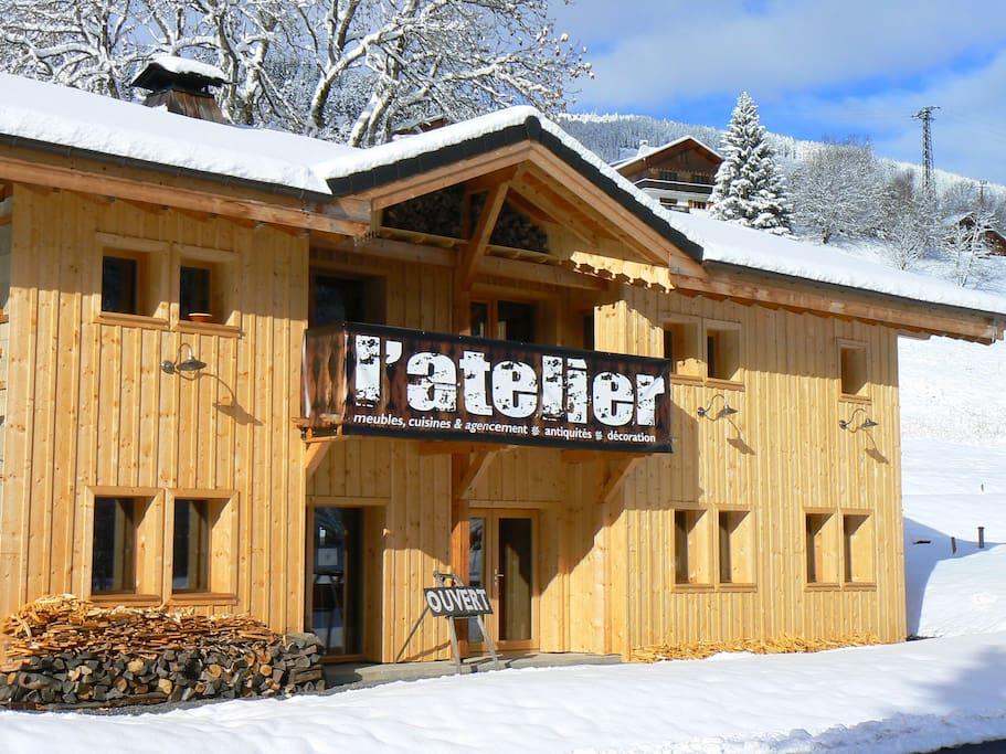 Le Chalet et le magasin L'Atelier.