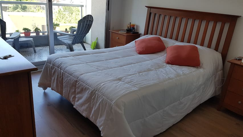 Family APT. 2 ROOMS. UP TO  5 GUESTS. GYM/POOL/GAR