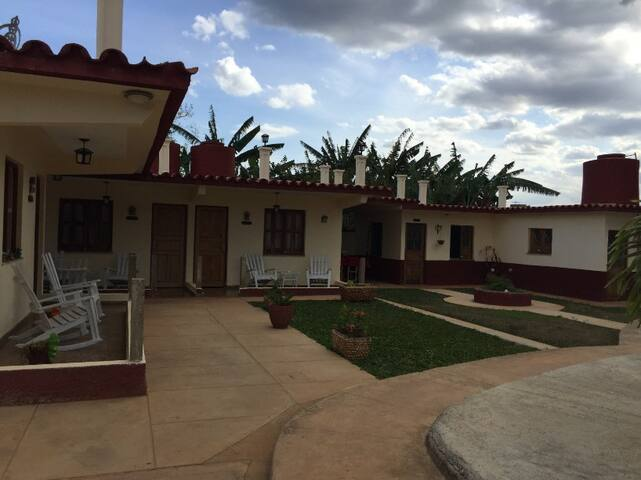 2 A/C Rooms in Villa Las Palmas, Vinales