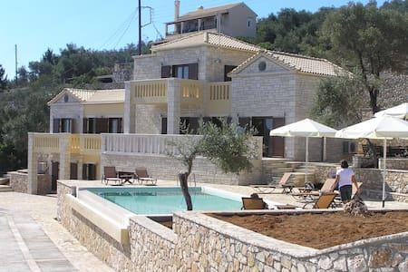 Spacious, villa directly the sea. - Gaios
