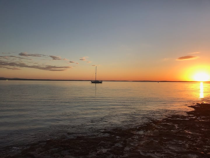 LAY BY THE BAY 400m to the pristine JERVIS BAY.