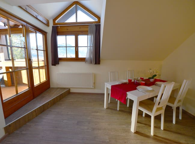 Appartamento con balcone, sauna & spiaggia privata