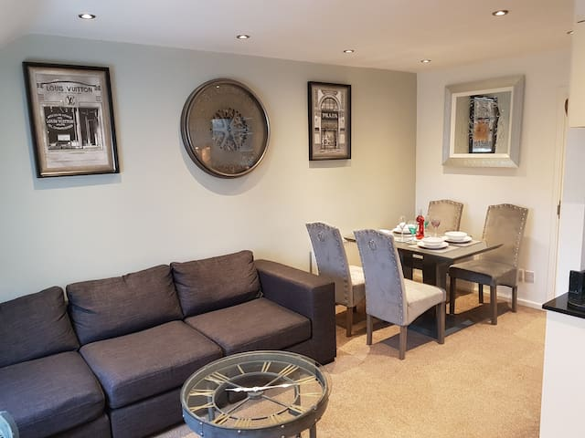 BOWNESS, LOVELY APARTMENT FOR 4 WITH PARKING ❤❤