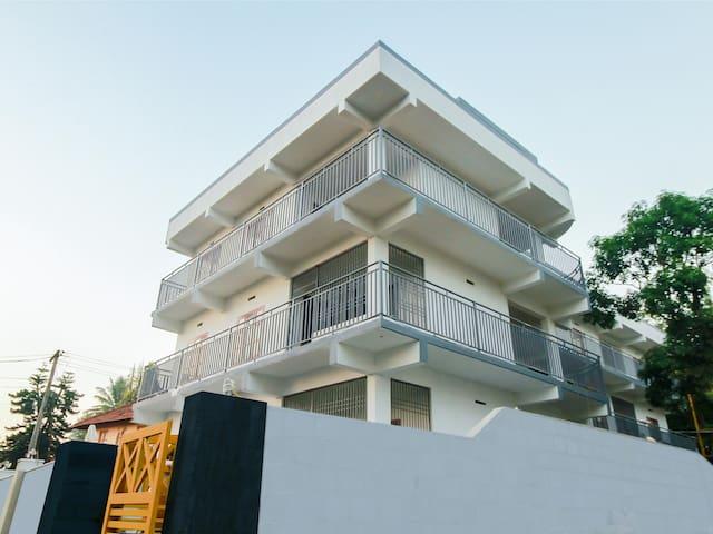 OYO - Elegant 1BHK Stay in Munnar (Lowest Priced) ₹