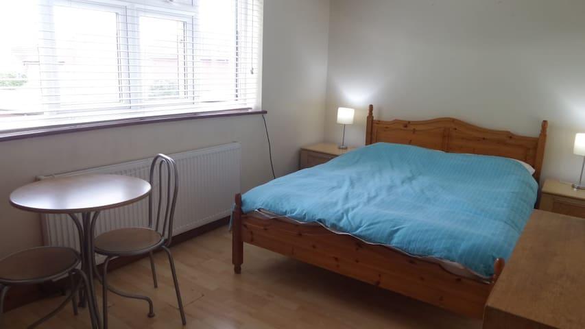 Double room in Aylesbury town center
