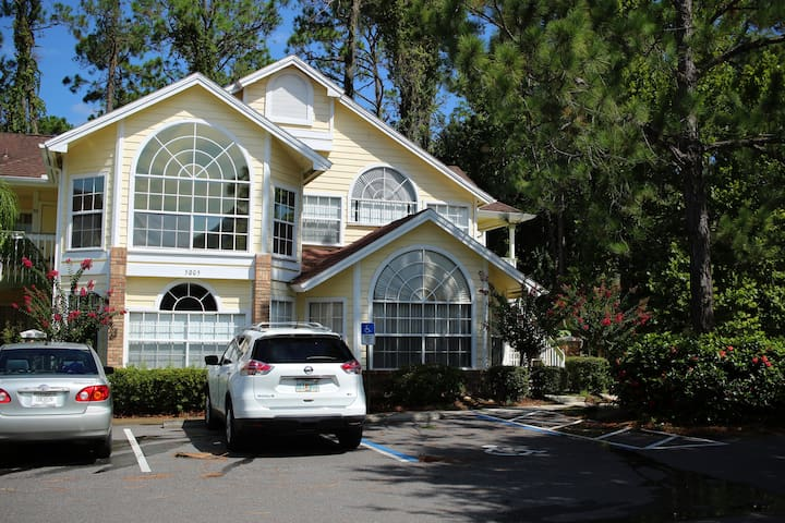 Comfortable Condo 2bedrooms 12 minutes to Disney