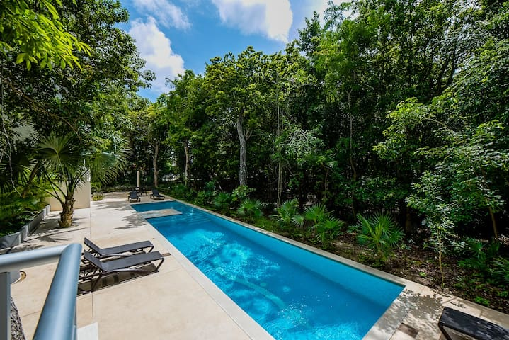 Modern Condo Gated Comm.Pool,WiFi+Tropical View!
