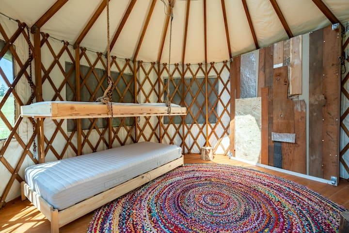 Kalama Hideaway, Rustic Getaway, Sleeps 25