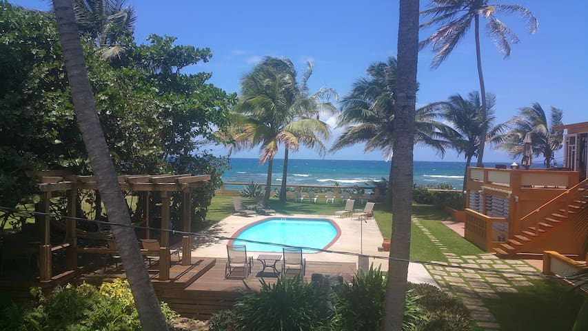 At The Waves - Oceanfront - Upper 3 beds/3 baths