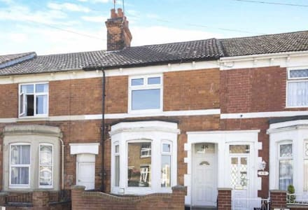 English Victorian Terraced Home - Kettering - Hus