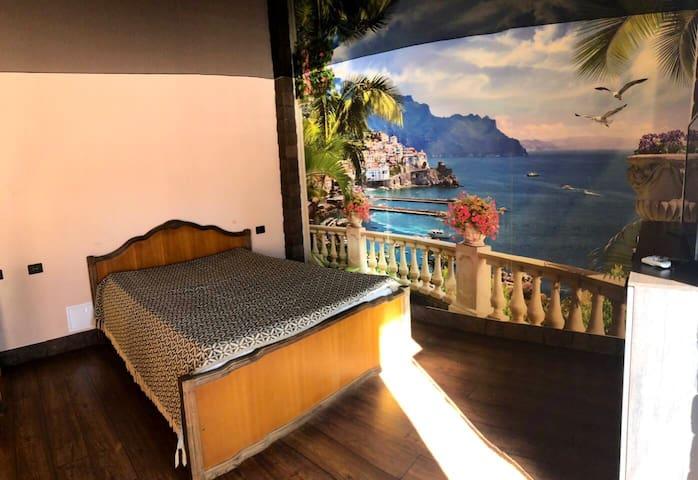 Спальня на втором этаже с балконом