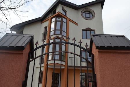 Аппартаменты посуточно - Chernivtsi