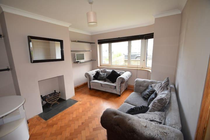 2 bed Flat & private garden (ground floor)