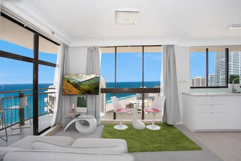 """*Central Surfers Paradise Studio """"No Cleaning Fee"""""""