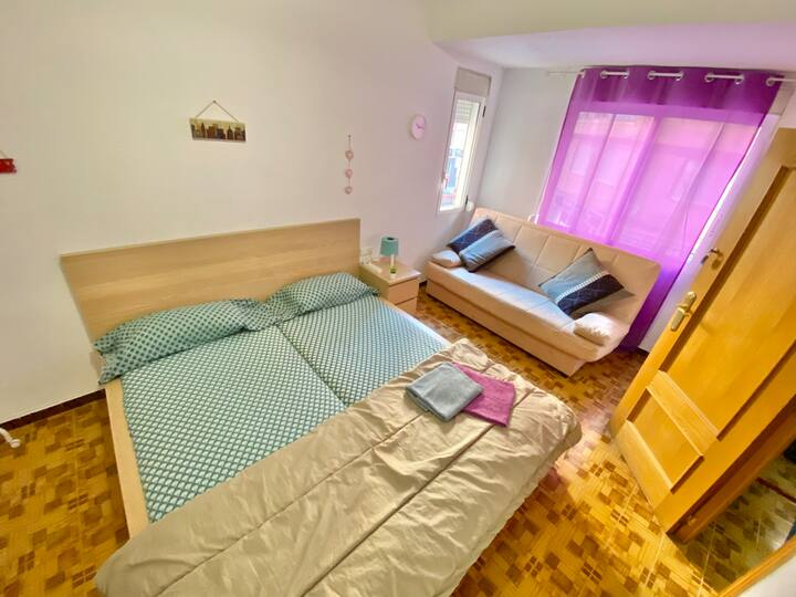 G1 Room near Alacant-Terminal, king size bed, WIFI