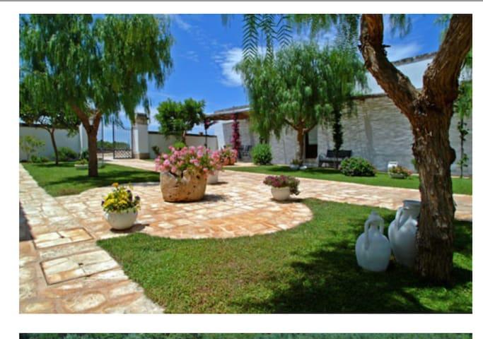Corte giardino della masseria