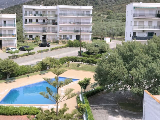 LISB 65 Apartment 1 bedroom in Mas Oliva with communal parking and pool