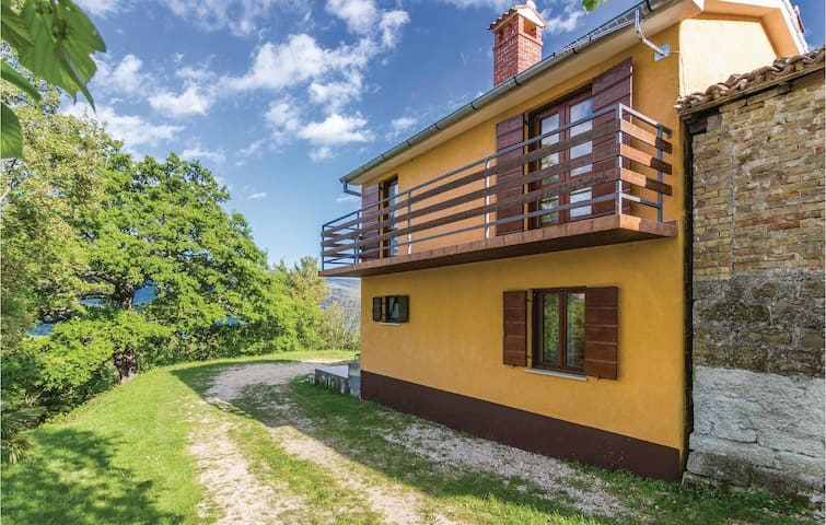 Semi-Detached with 2 bedrooms on 79 m² in Boljun