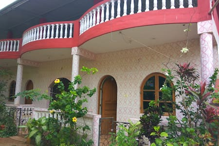 Alestairs Guest House - Calangute