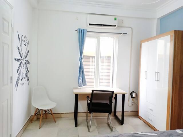 ❄Nice room with comfy bed &big desk to work online