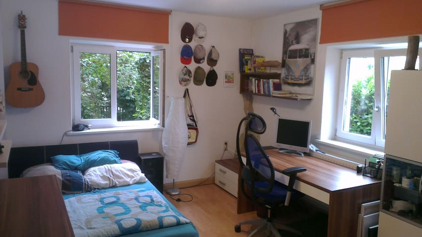 Schönes Zimmer nahe des Zentrums - Augsbourg - Appartement en résidence