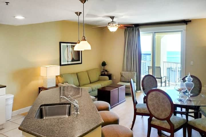 Ninth Floor, Ocean View Condo with Shared Pool, Hot Tub, and High-Speed WiFi