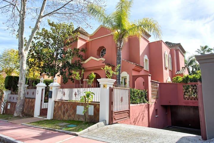 Alzambra closest villa 2 Puerto Banus 12-23 guests