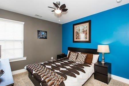 Bedroom near Uptown Charlotte - Charlotte