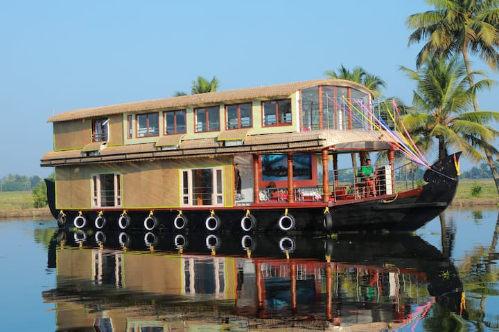 Beachparadise 3bedroom  houseboat with  all meals