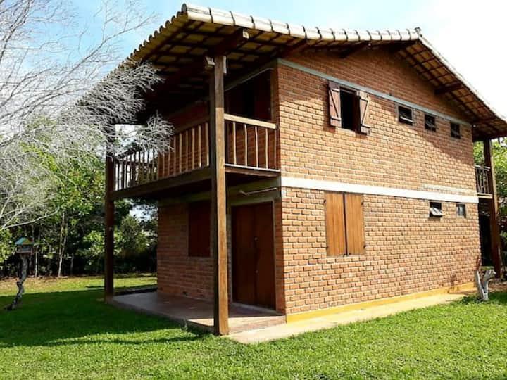 Casa aconchegante com ampla área e espaço gourmet
