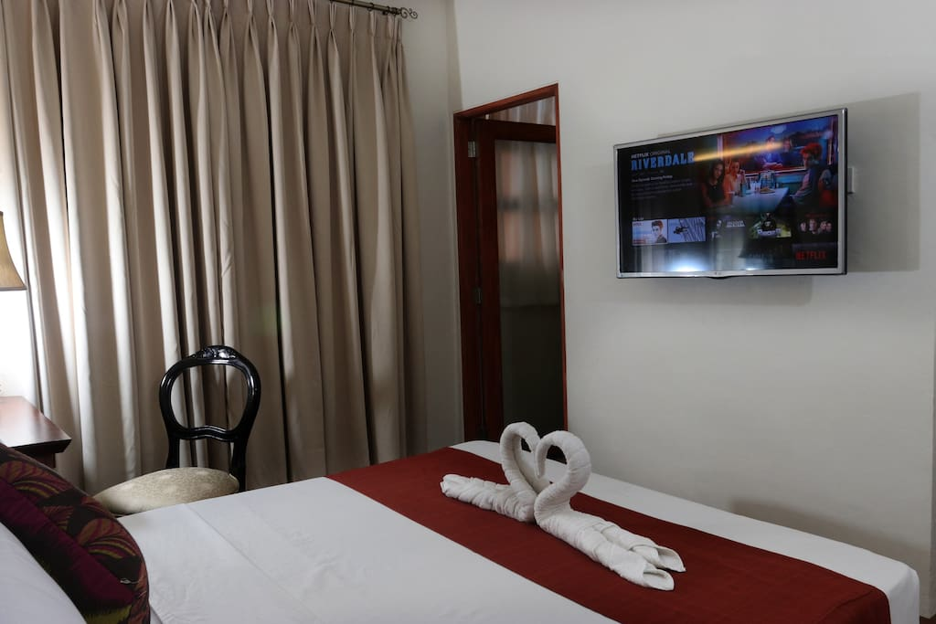 """The Bedroom has a 32"""" Flat-Screen Television that has Unlimited In-House Movies via Netflix."""