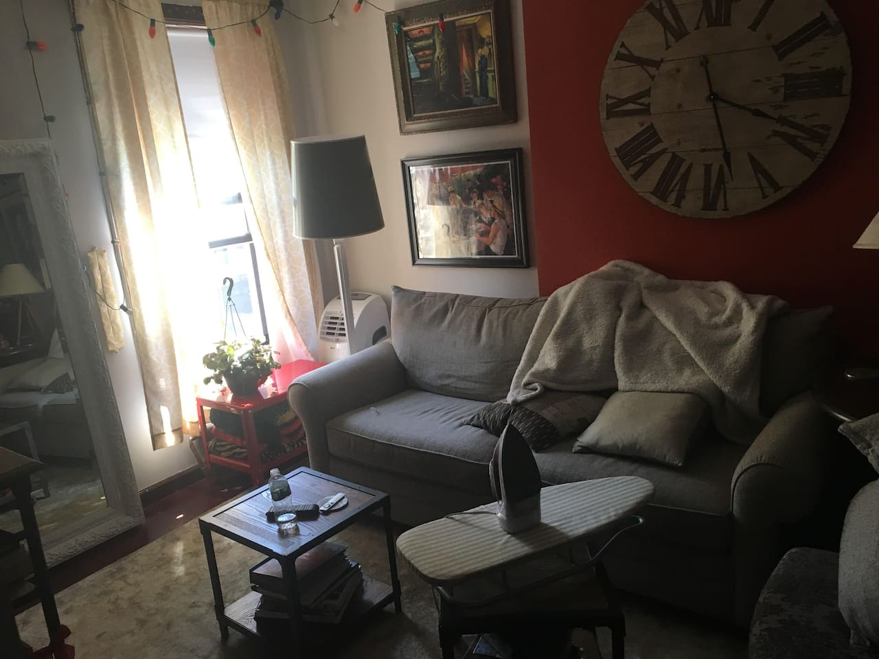 Living Room- AC, Apple T.V w/ HBO,NETFLIX, HULU ect