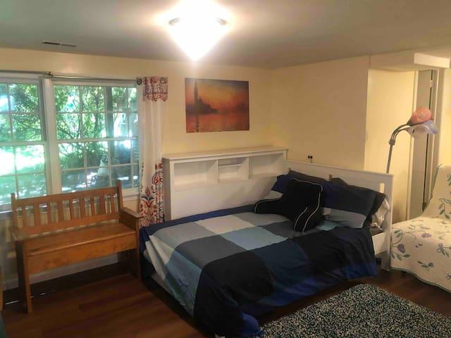 Au pair suite in Maywood