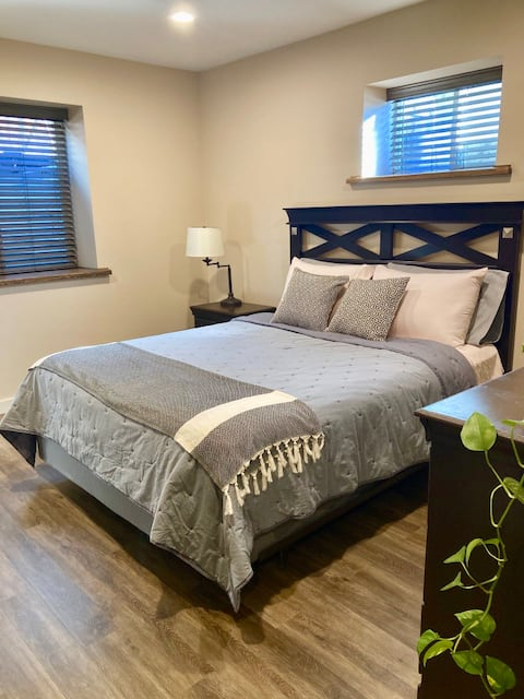 Cozy Master Guest Suite minutes from Downtown.