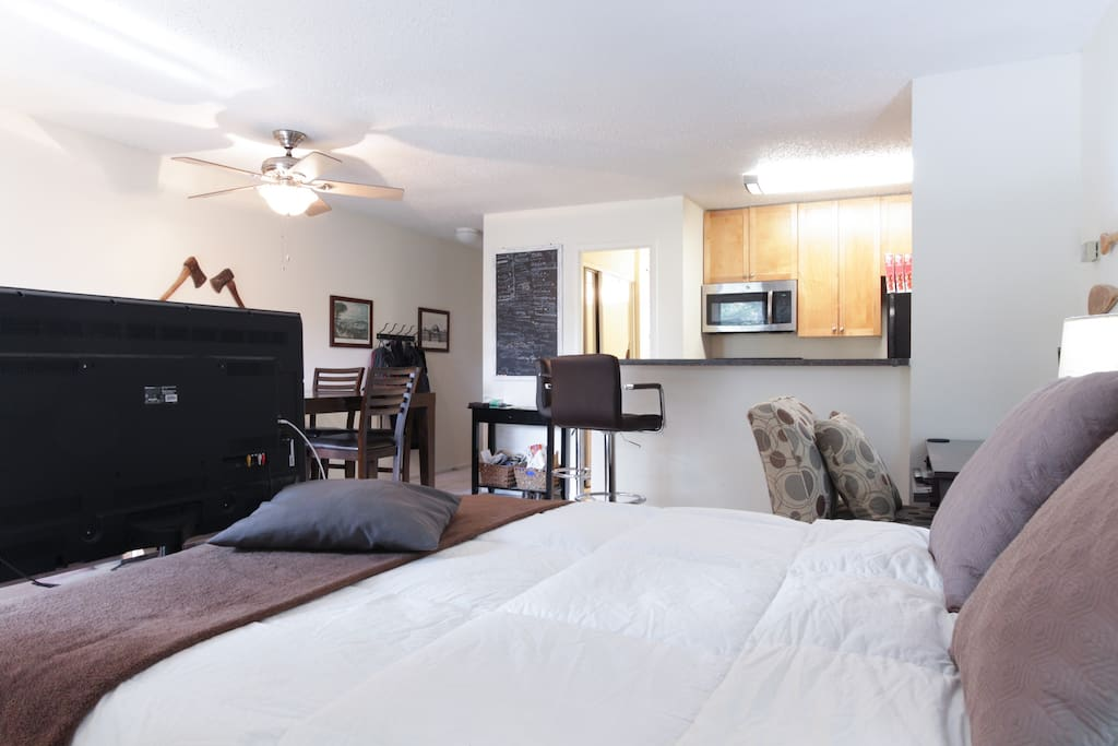 """Queen bed. 50"""" TV, dining table that seats 5, eat-in kitchen that seats 2."""