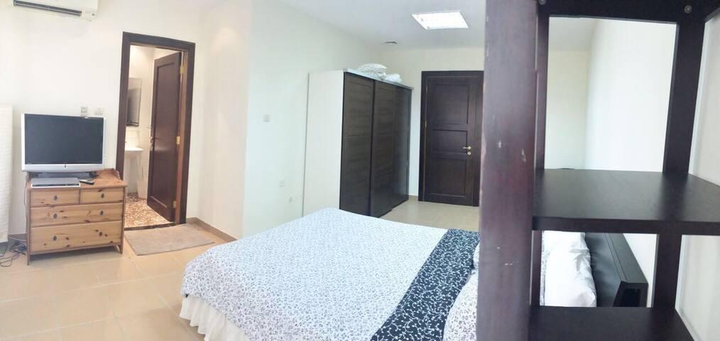 Own entrance guest house difc - Dubai - House