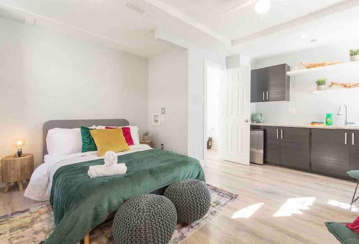 Cozy Studio, Prime Downtown Location- Little Italy