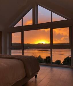 House near Falmouth for 8, with sea views & beach