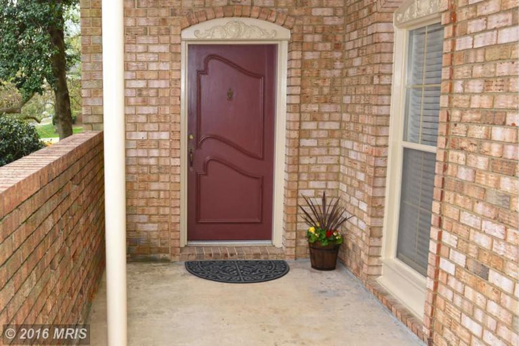 The front entrance, the entire porch is for your use!