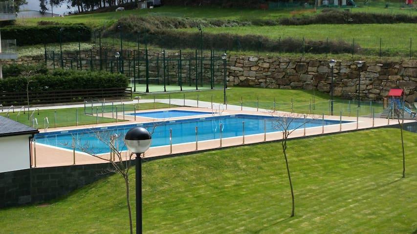 Apartamento Foz con piscina - Foz - Daire